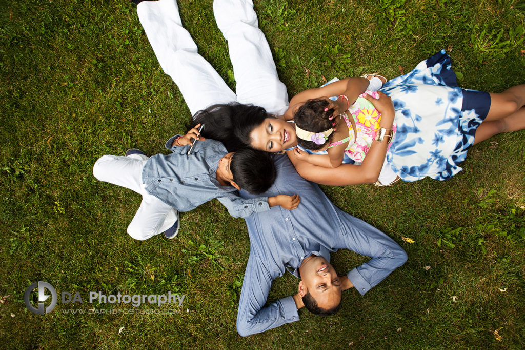 Outdoor Family Pictures at Gairloch Gardens in Oakville by the Lake