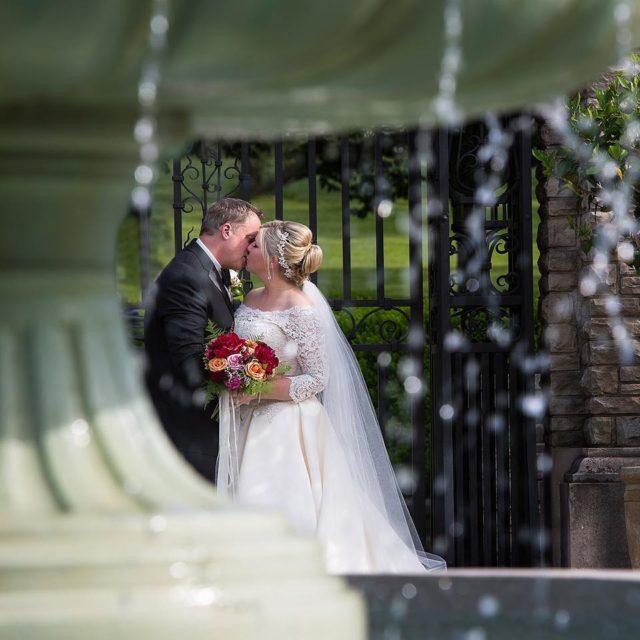 Kiss under the fountain daphotostudio