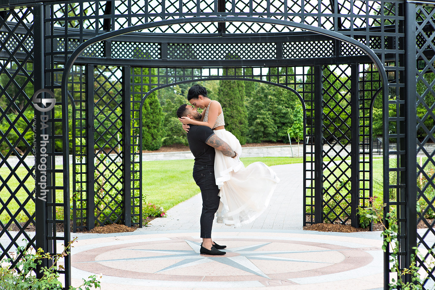 Engagement Photos at Hendrie Park