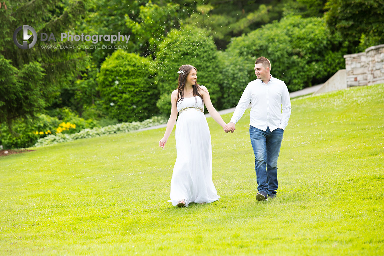 Maternity photographs in summer at Paletta Mansion
