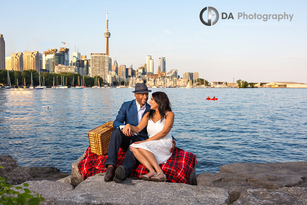 Engagement photos by Lake Ontario