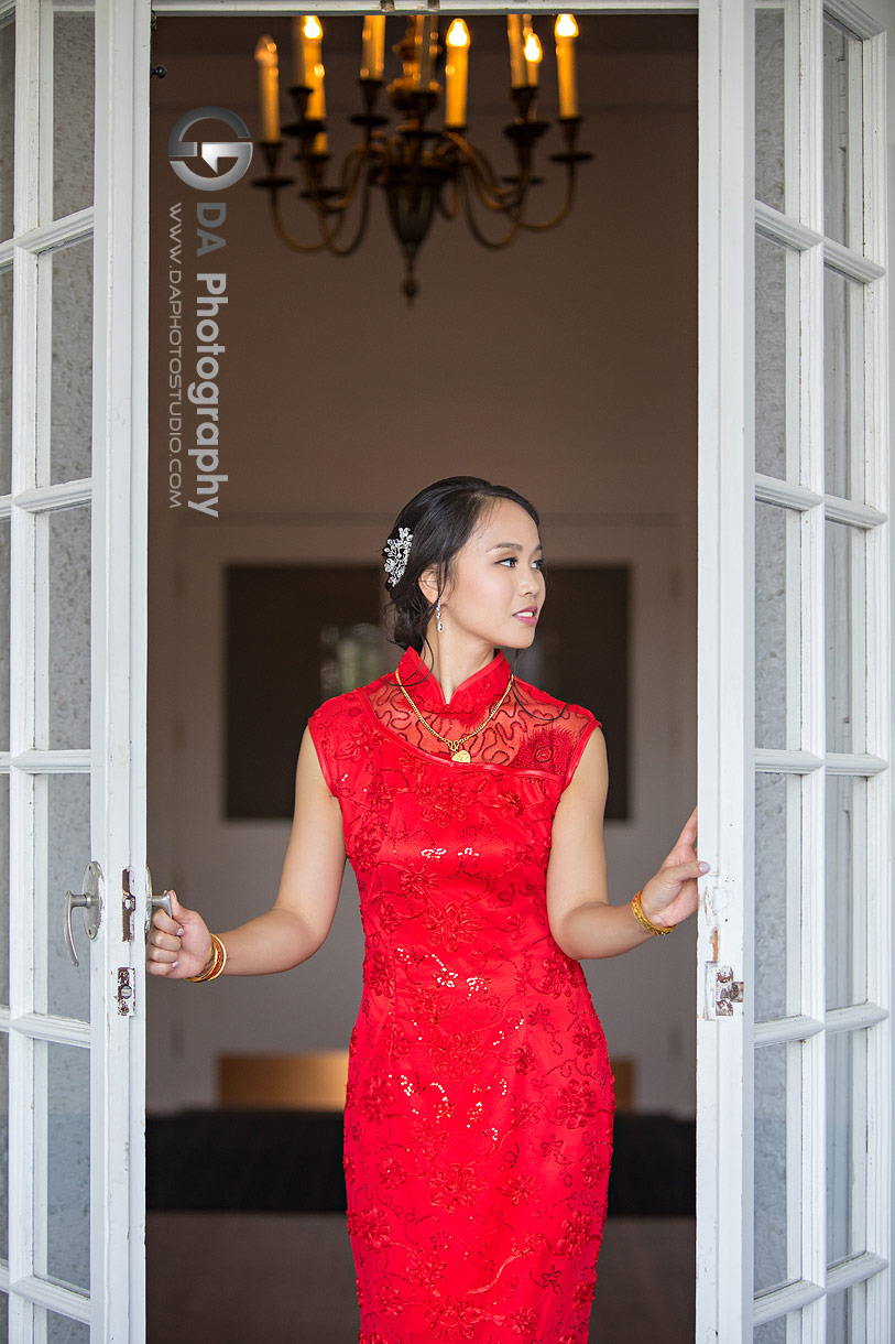 Bride in traditional Chinese wedding dress